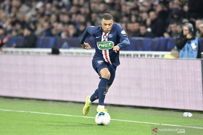 Penyerang PSG Kylian Mbappe tak bernafsu dapatkan Ballon d
