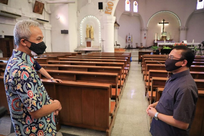 Ganjar cek persiapan normal baru di tempat ibadah dan  sekolah