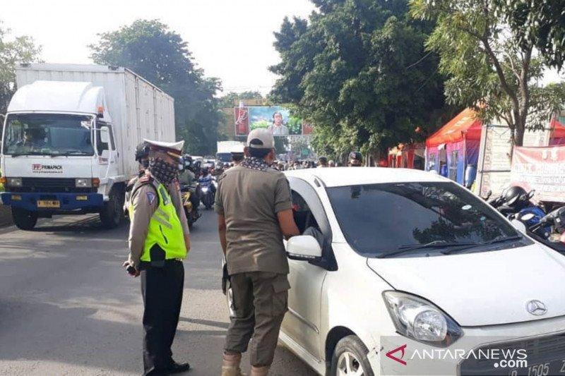 Puluhan pengendara dari luar Jabodetabek ditolak masuk DKI Jakarta