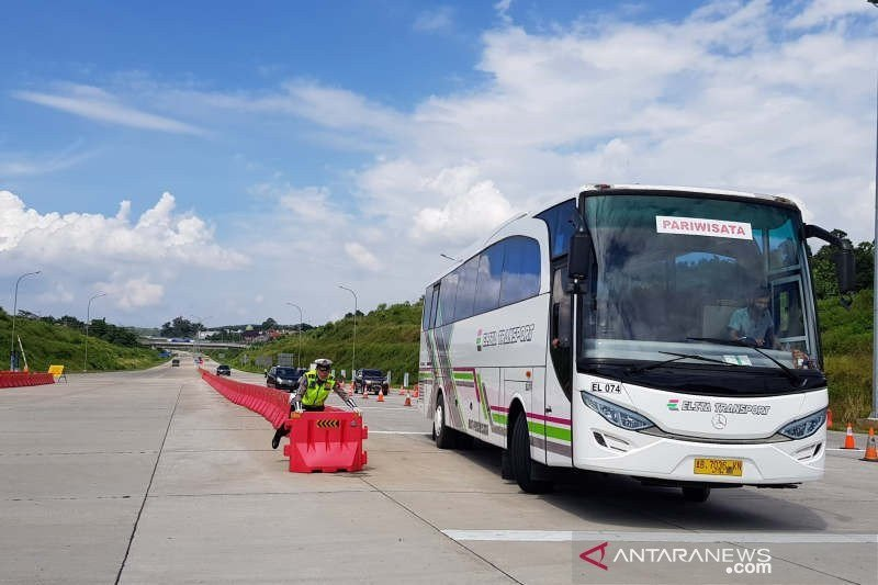 Hampir 1.000 kendaraan diputar balik di Gerbang Tol Kalikangkung, Semarang