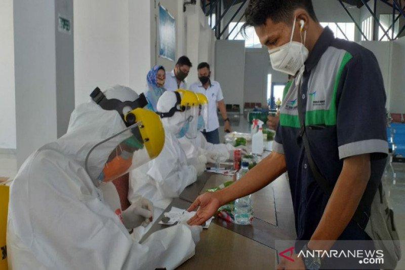 Lanal Kendari gelar tes cepat COVID-19 ABK pelabuhan Bungkutoko