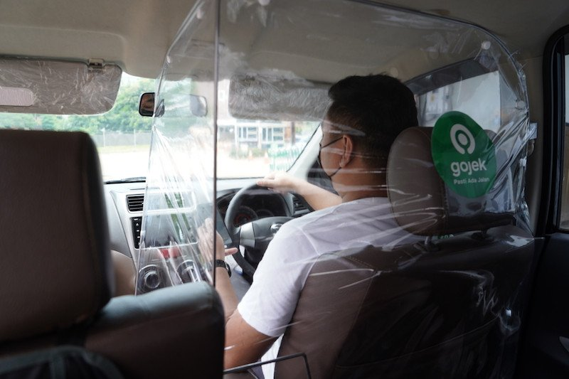 Gojek pasang sekat pelindung di 1.000 armada GoCar ketika pemberlakuan normal baru