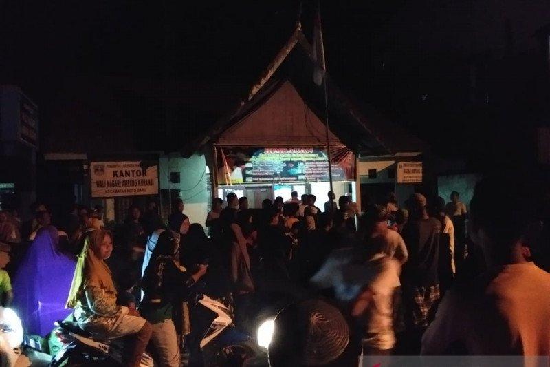 Warga Ampang Kuranji Dharmasraya datangi kantor wali terkait BLT