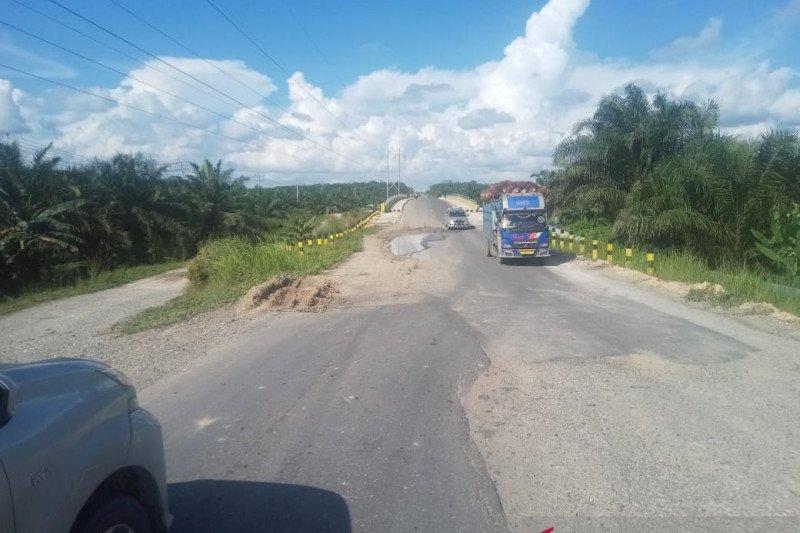 Jalan provinsi di Siak rusak parah dan melendut, gubernur disurati