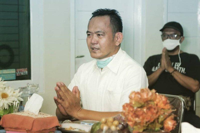 Wabup Pringsewu serahkan bantuan uang tunai dan ambal di Kecamatan Sukoharjo