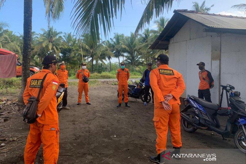 Warga asal Cilacap Jateng hilang  saat berenang di laut Pangandaran