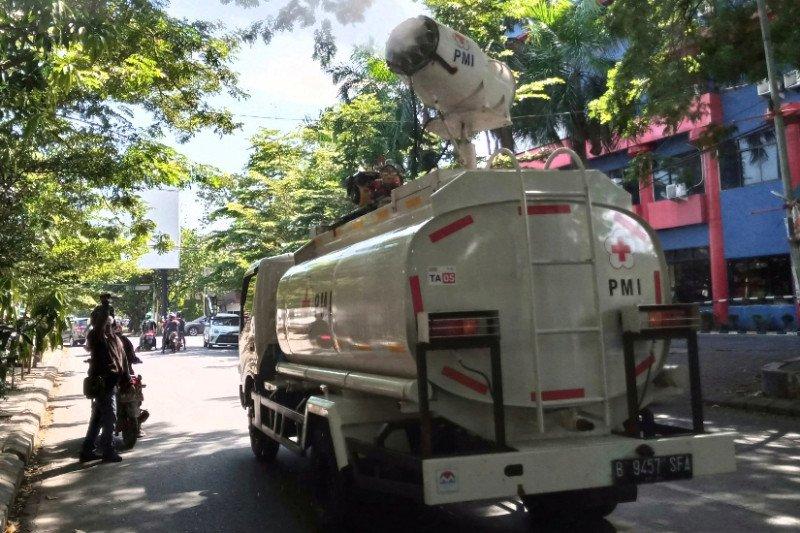Dua mobil PMI dikerahkan semprot disinfektan di Makassar