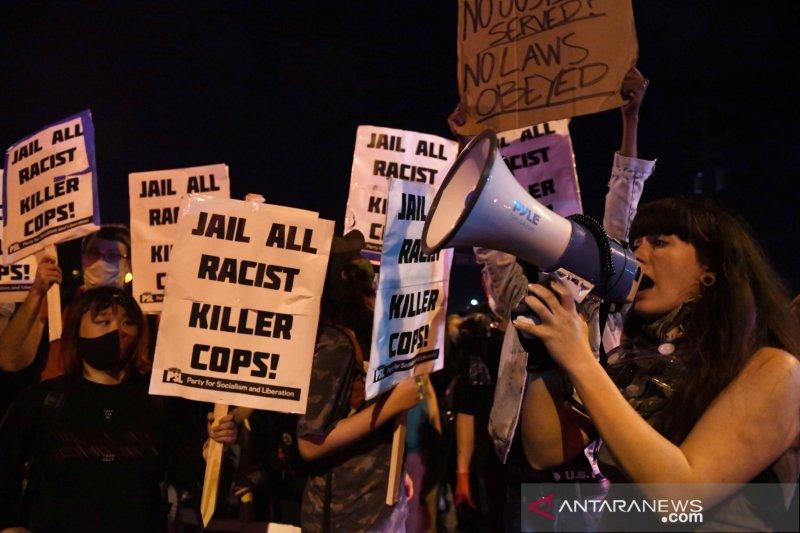 Minneapolis AS berlakukan jam malam setelah protes warga