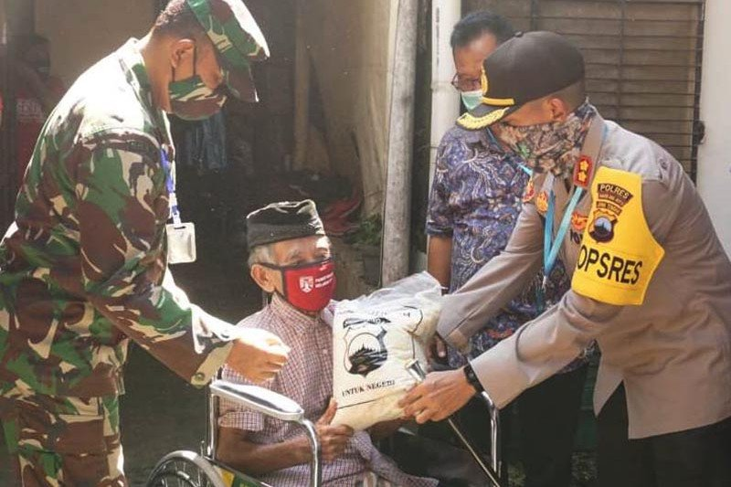 Pemkot Magelang serahkan bansos bagi 94 penyandang disabilitas