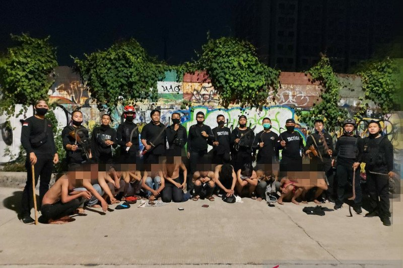 Tim Pemburu Preman tangkap belasan pemuda anggota geng motor bawa sejata tajam