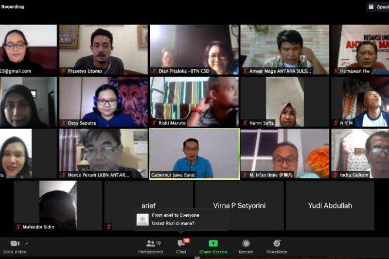 """Ridwan Kamil bicara penanganan COVID-19 saat """"virtual meeting"""" dengan wartawan ANTARA"""