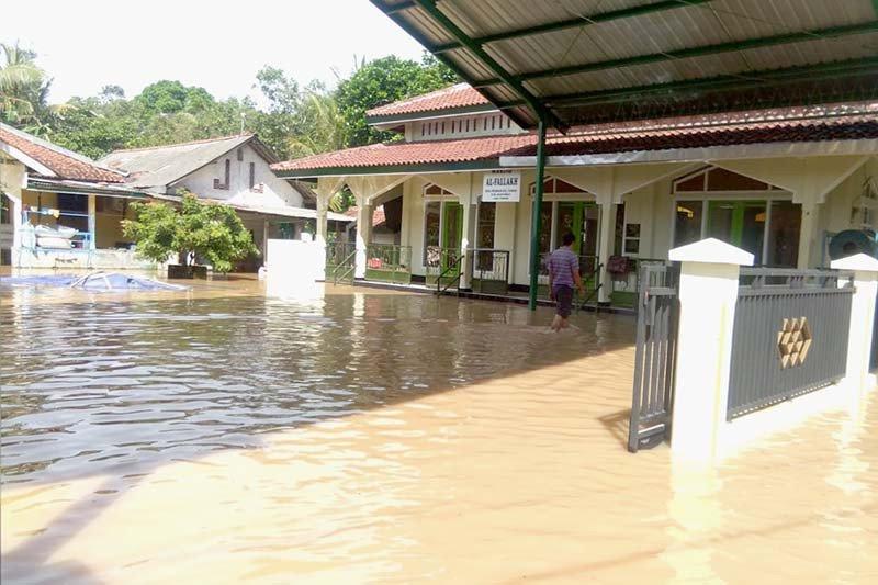 Tanggul jebol, ratusan rumah di Tambak Banyumas tergenang banjir