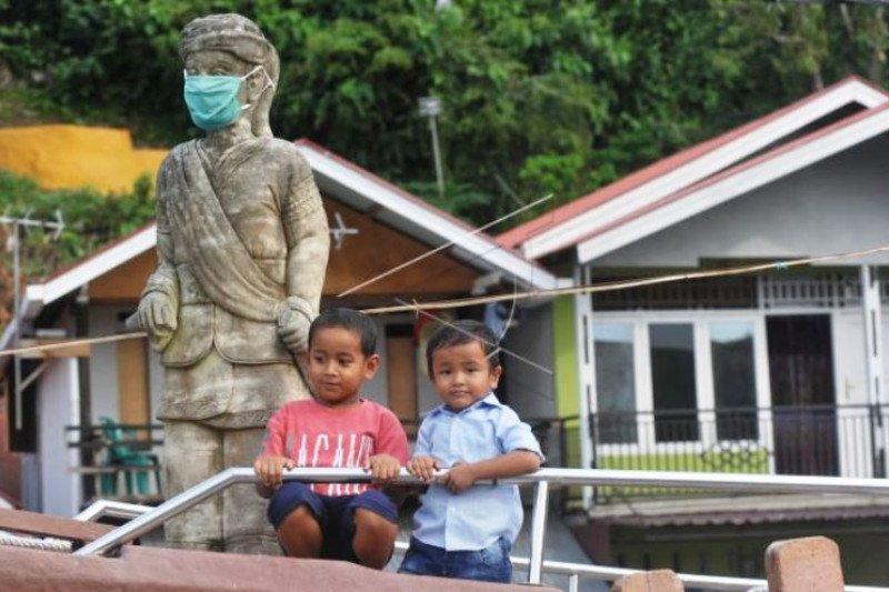 Patung Syamsul Bahri Dipasang Masker
