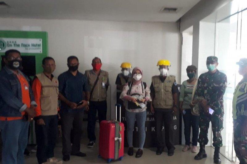 Sebanyak 10 pekerja migran NTT tiba di Kupang
