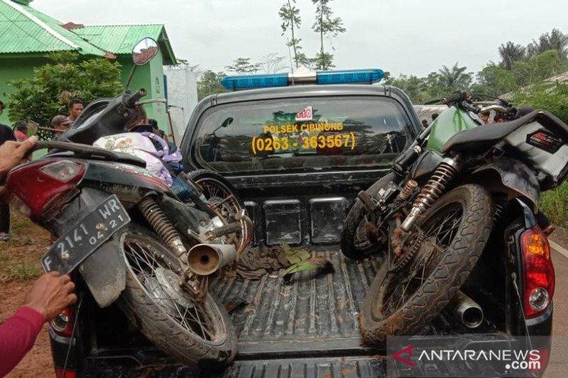 Seorang remaja tewas di tempat setelah sepeda motor adu kambing