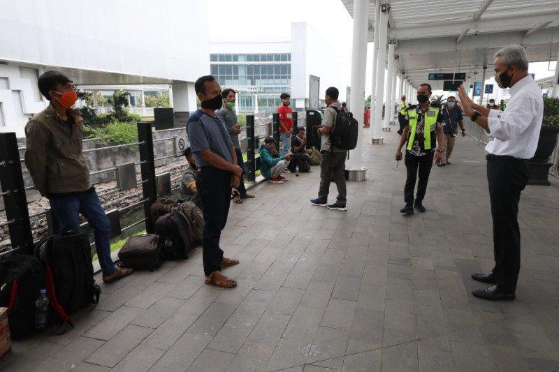 Ganjar lakukan  inspeksi kerumunan di Bandara Ahmad Yani Semarang