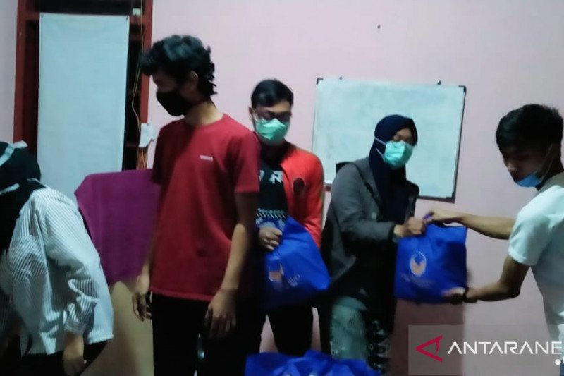 Mahasiswa Sulteng  di Bandung dapat bantuan sembako dari Ahmad Ali