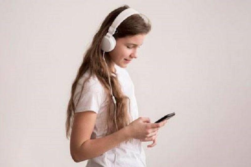 Cara termudah untuk pastikan anak aman saat gunakan headphone