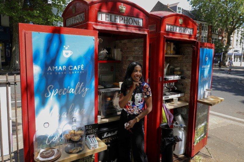 Boks telpon umum berubah jadi warung kopi di Inggris