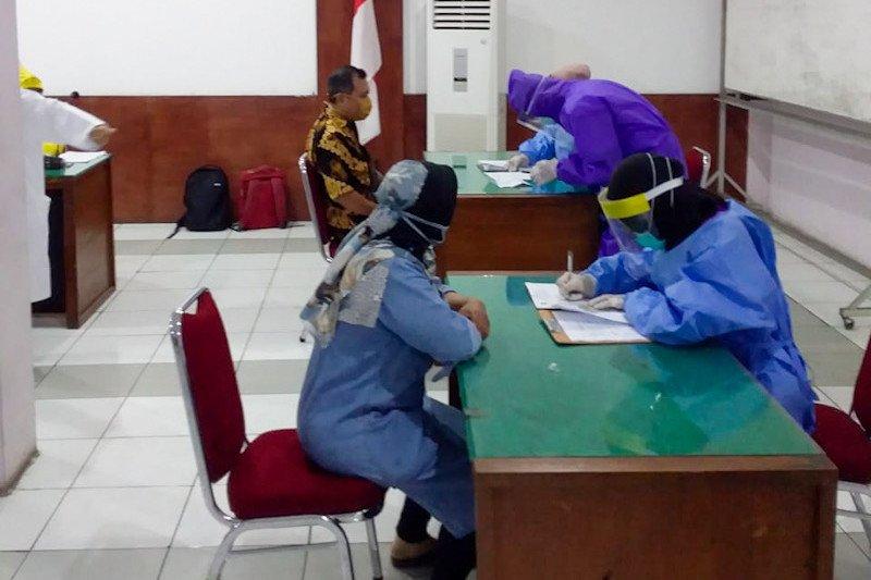 Tes cepat acak pada hari pertama di Yogyakarta sasar 100 pedagang
