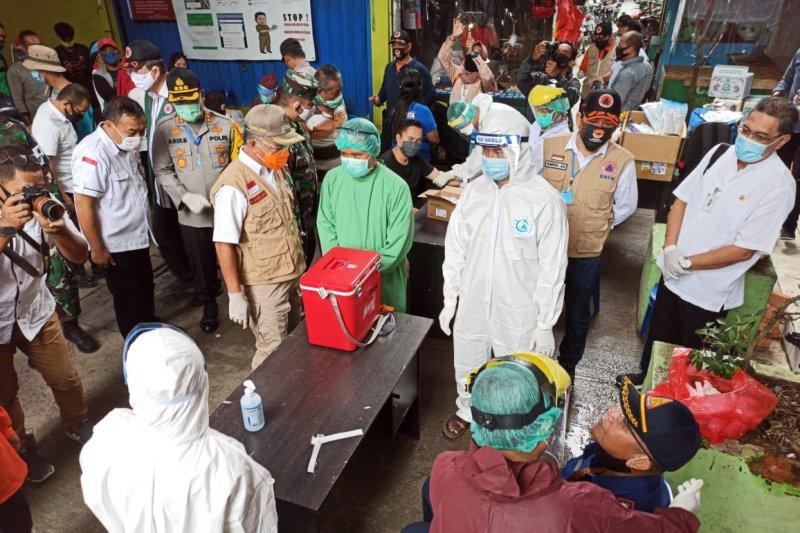 Walikota Samarinda tinjau pelaksanaan rapid test di Pasar Merdeka