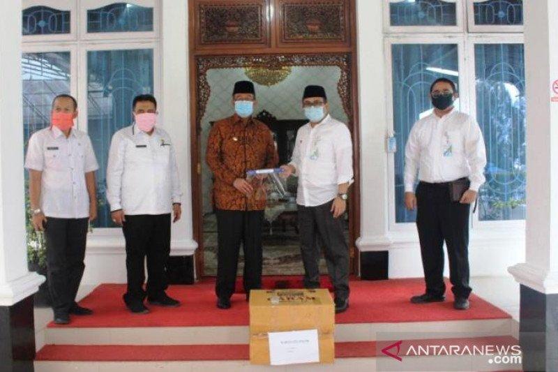 Pemkab Solok terima bantuan 200 face shield dari BPJS Ketenagakerjaan
