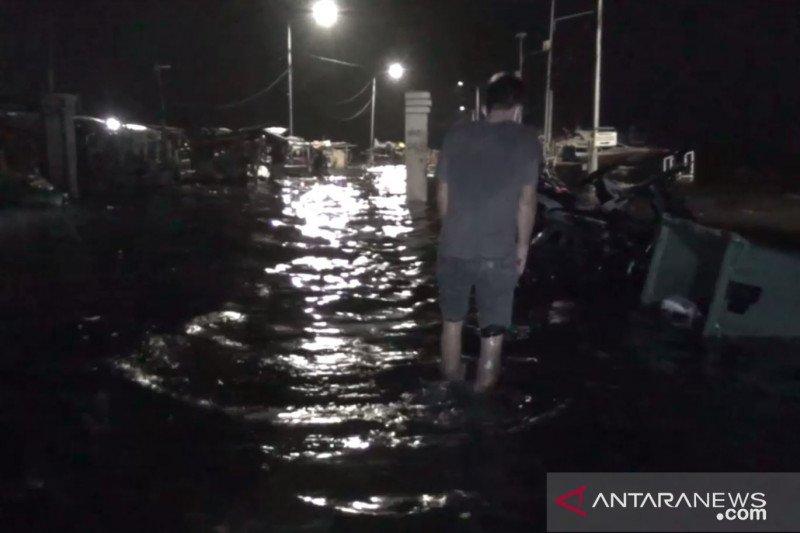 BMKG: Waspadai gelombang tinggi dan banjir rob di perairan utara Jawa
