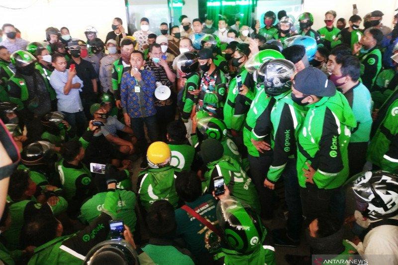 Pengemudi Gojek di Makassar gelar unjuk rasa tuntut soal jasa insentif