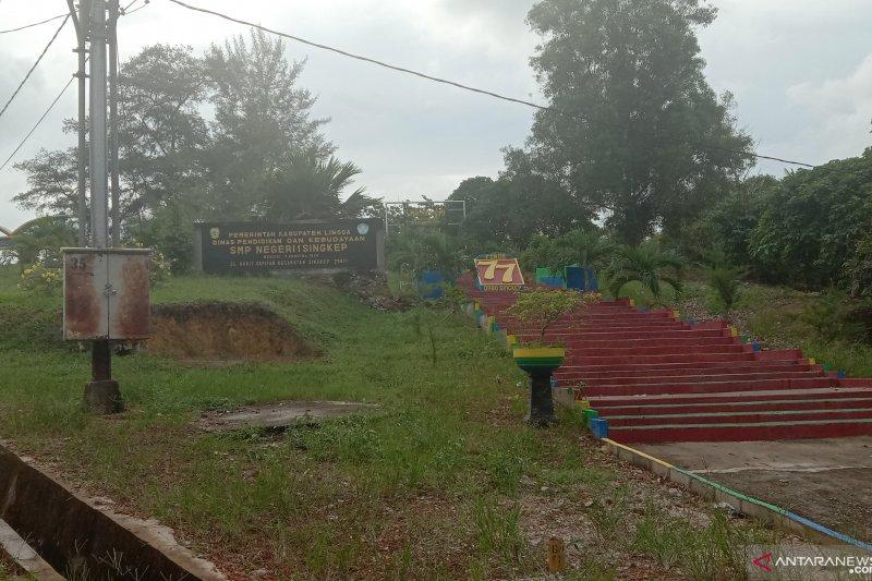 Pengumuman kelulusan SMP di Lingga  dilakukan malam hari
