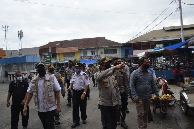 Wawako dan Kapolresta Padang tinjau persiapan normal baru di Pasar Raya