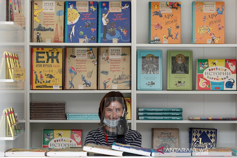 Pemilik restoran di Rusia mengunggah foto tanpa busana protes karantina