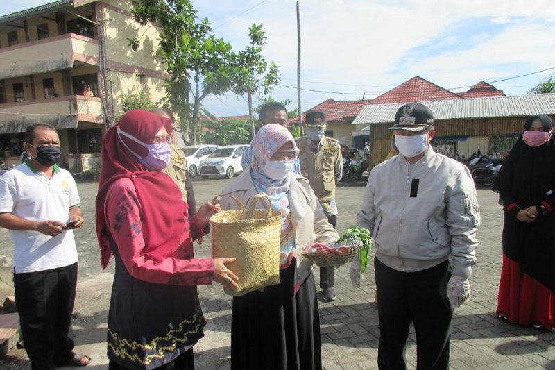 Banjarmasin mayor provides assistance to OTG