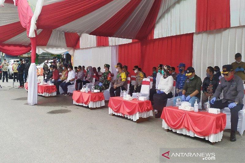 Gubernur Sugianto tegaskan warga terpapar COVID-19 wajib dikarantina