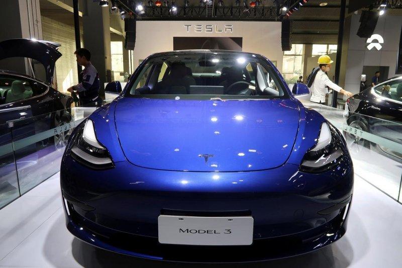 Belasan ribu Tesla Model 3 terjual dalam sebulan