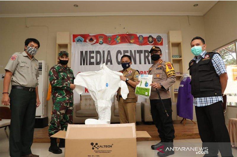 Kodam XIV/Hasanuddin serahkan bantuan APD kepada Pemkab Bantaeng