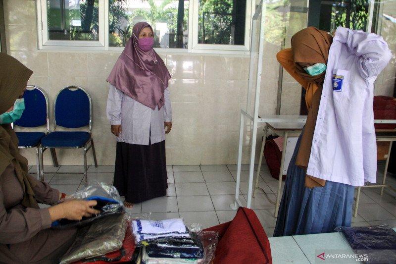 Isdianto larang sekolah pungut biaya seragam SMA/SMK