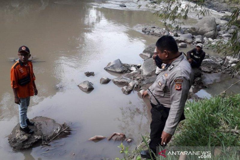 Tiga warga Cianjur dilaporkan terbawa arus sungai dalam sepekan