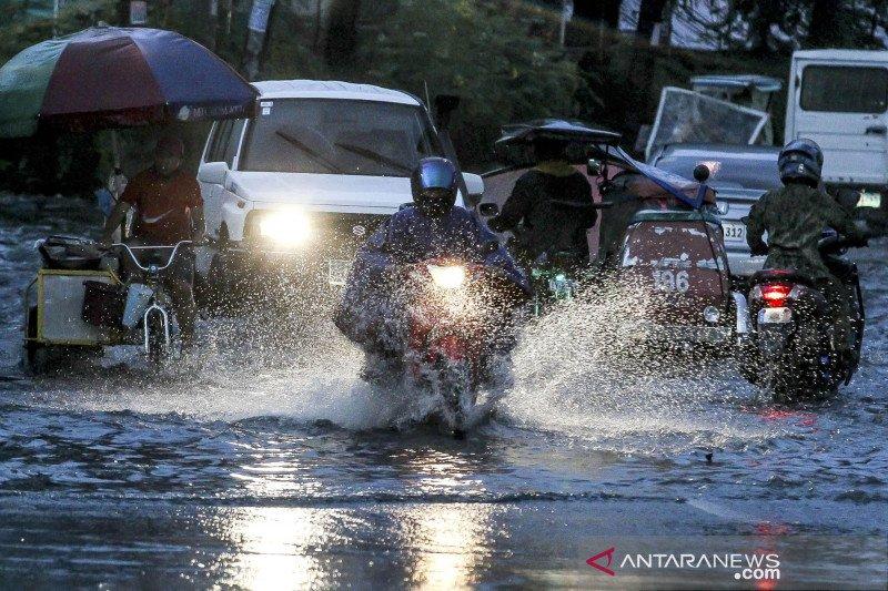 Filipina evakuasi 1.800 warganya saat badai tropis Molave mendekat