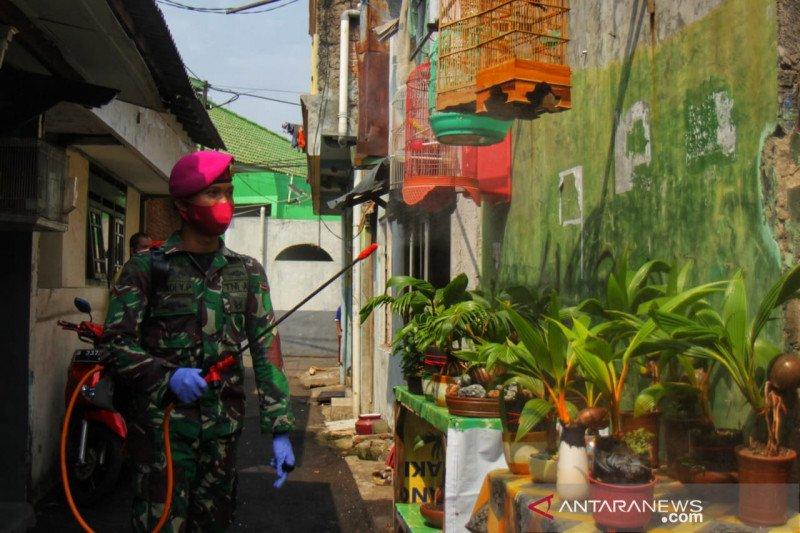PMI disinfeksi permukiman dan tempat ibadah di zona merah Jakarta Timur