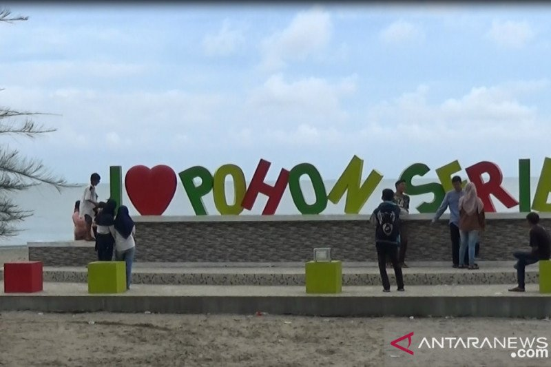 "New normal era, ""Pohon Seribu"", Sasak Beach tourist attraction in Pasaman Barat return crowded"