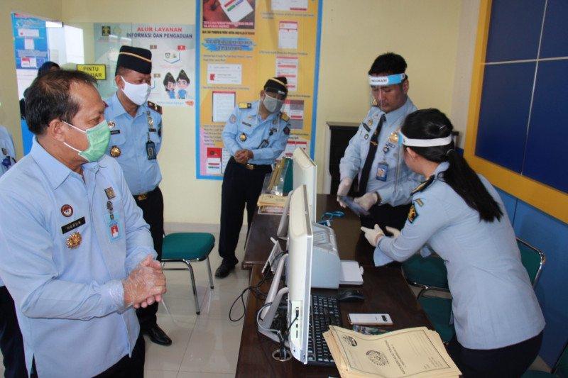 Kakanwil Kemenkumham Sulsel pantau pelayanan di Kantor Imigrasi Makassar