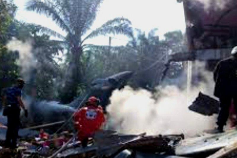 Flash - Pesawat TNI AU jatuh di Riau