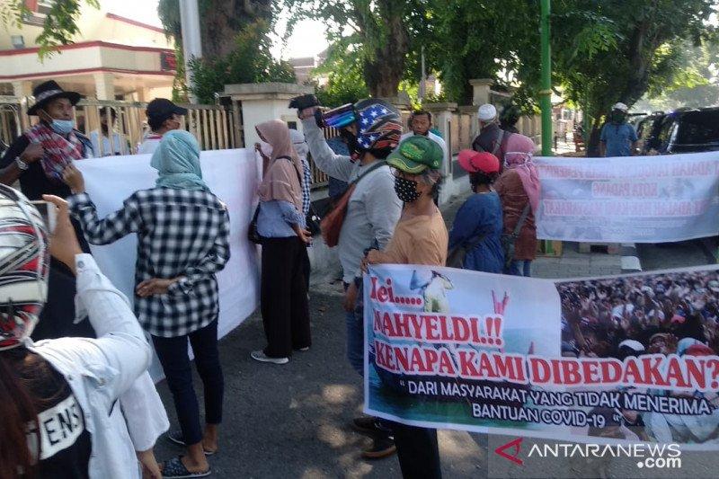 Sejumlah Warga Kecamatan Koto Tangah Datangi Kantor Dprd Padang Pertanyakan Terkait Blt Antara Sumbar