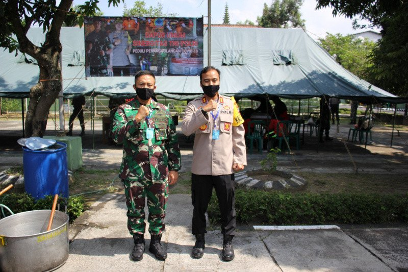 Kodim dan Polres Bantul mendirikan dapur umum peduli COVID-19