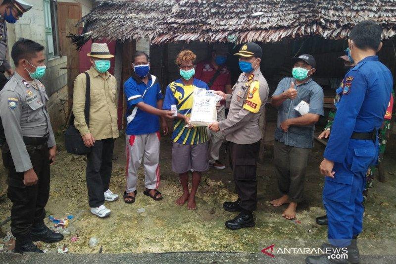 Polres Touna bantu warga terdampak COVID-19 di Kepulauan Togean