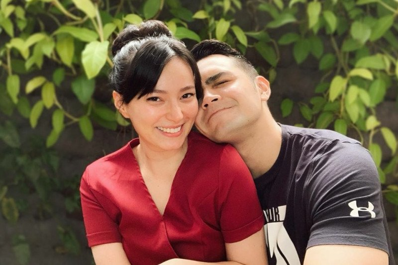 Tujuh tahun menikah, Asmirandah hamil anak pertama