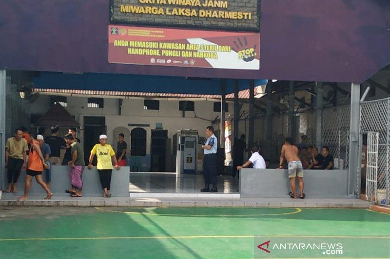 Petugas Lapas Tasikmalaya dan narapidana dites urine