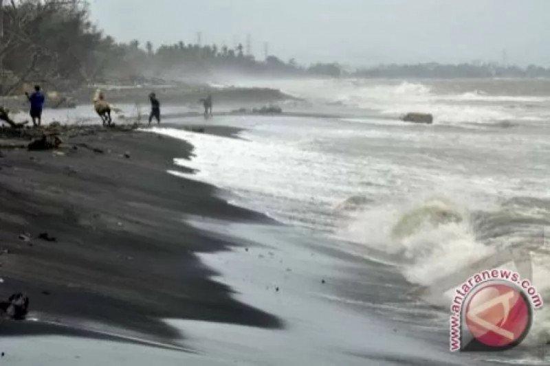 Waspada! gelombang tinggi di NTB bisa capai 2 meter lebih