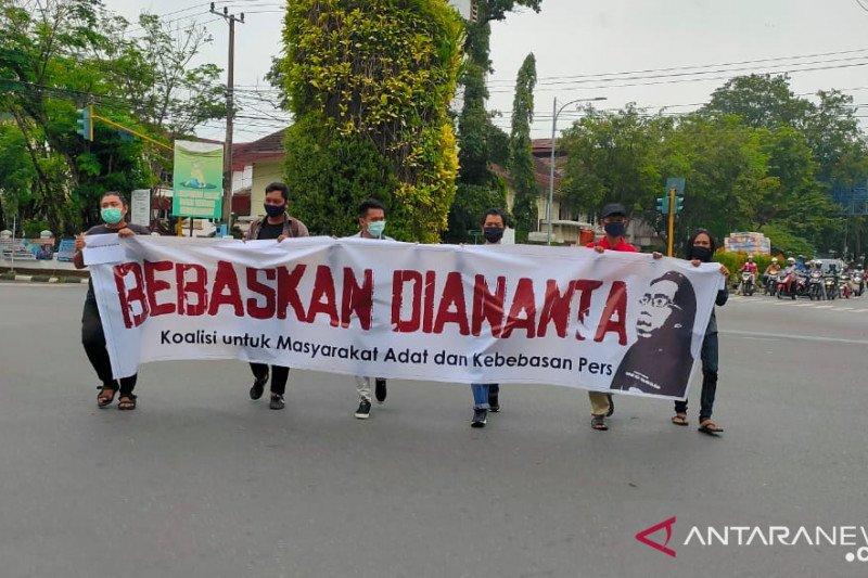 Sidang ketiga Diananta, jurnalis dan mahasiswa gelar aksi bisu
