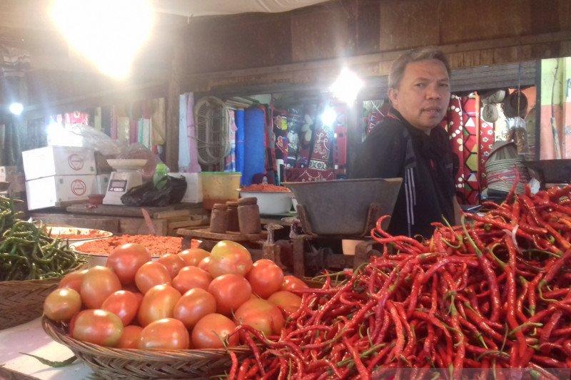 Pedagang Pasar Raya Solok keluhkan rendahnya daya beli masyarakat meski harga sejumlah komoditi sudah turun